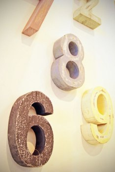 Números de madera para pared.