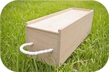 Caja de madera para botellas de vino.