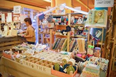 Espacio de Sweet Sixteen Craft Store dedicado principalmente a las labores.