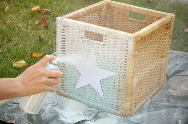 Chalk paint spray Pinty Plus y stencil de estrella.