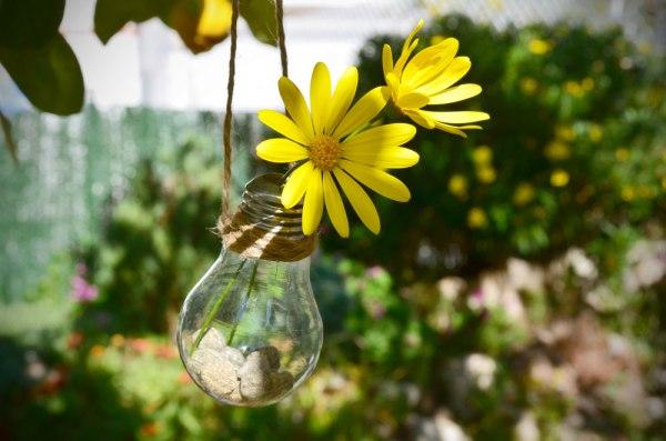 DIY: Florero colgante de bombillas